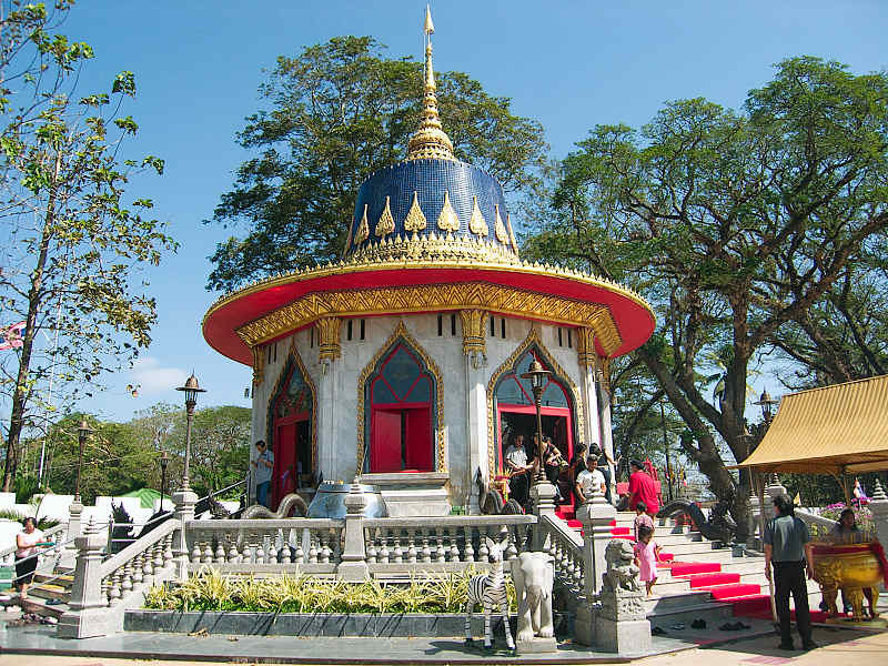 Chaolao Cabana Resort King Takin The Great-Shrine